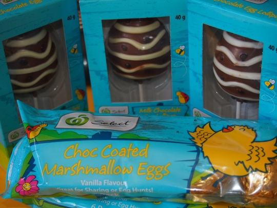This new range from Woolworths Select may be suitable for children with nut allergies.  The choc coated marshmallow eggs don't contain any traces of nuts.  The Egg Lollipops pictured contain traces of tree nuts, but not peanuts.